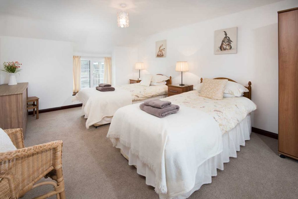 Twin Bedroom at Seascape self-catering cottage